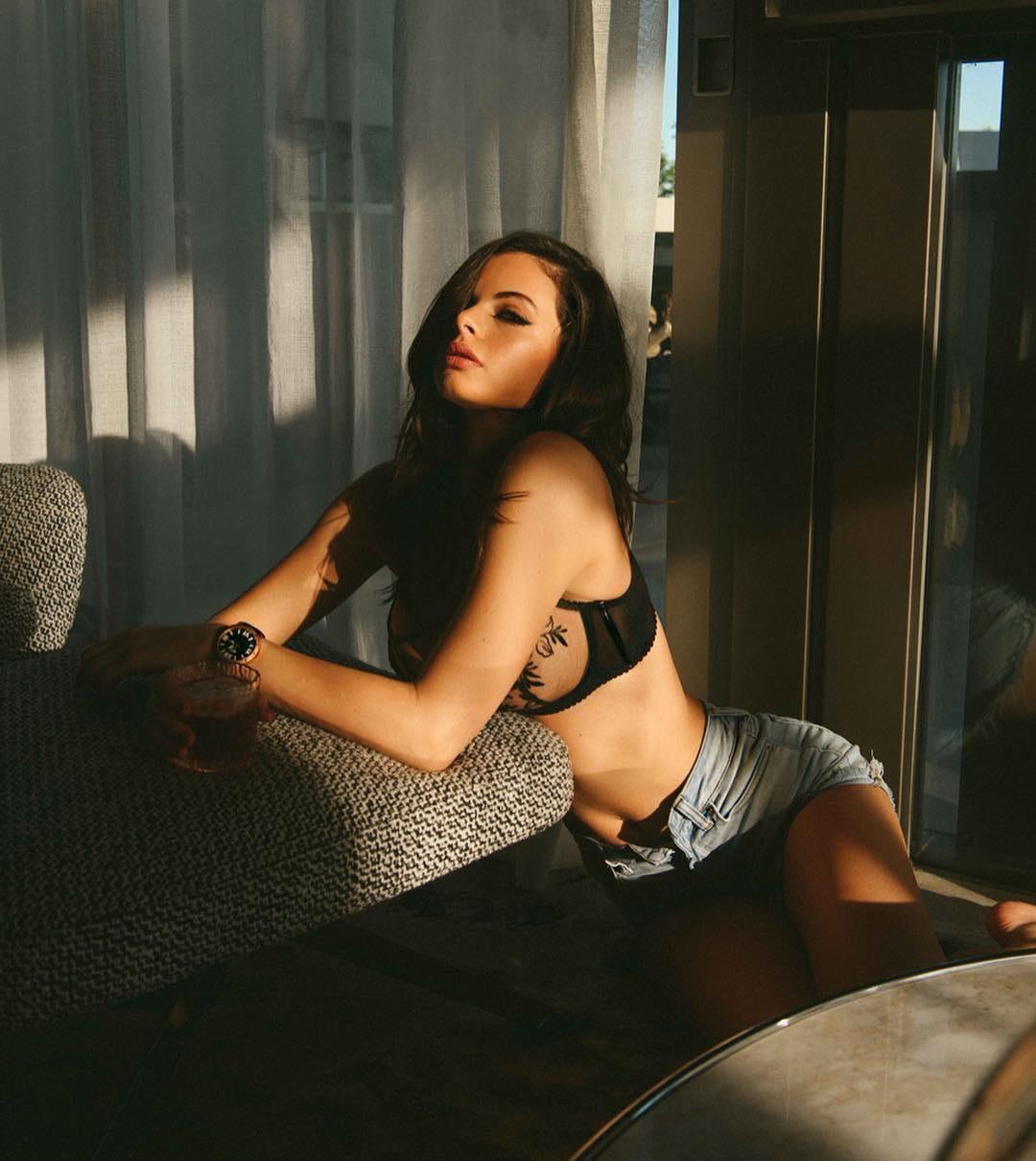 Эскорт модель Сара